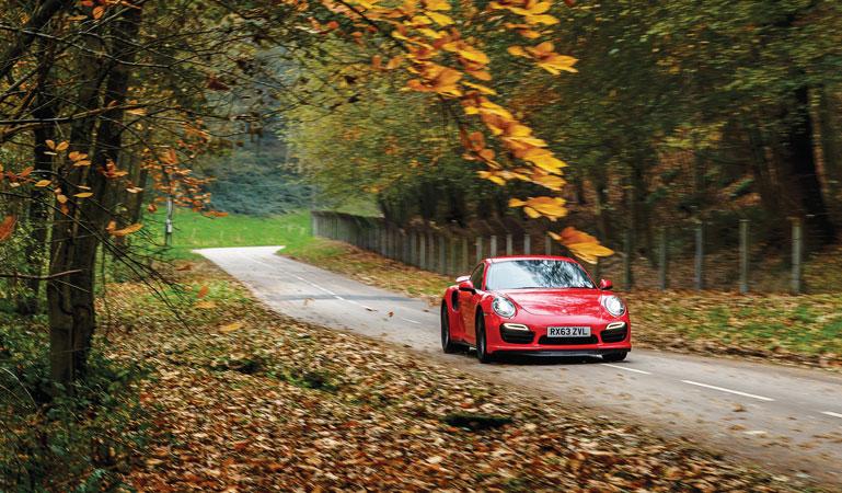 preparer sa voiture pour rouler en automne